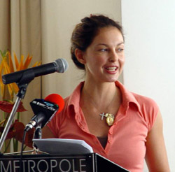 """I'm sorry, I can't say any more ... you'll just have to read Transman's blog,"" Ashley Judd tells the ever-hounding media."